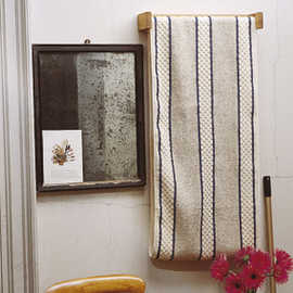 traditional english roller towel holder