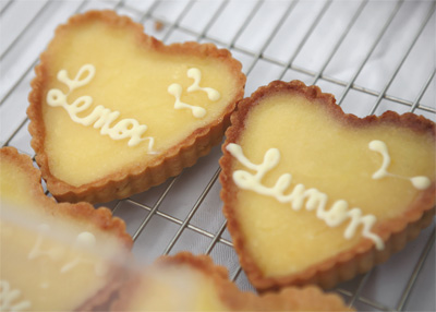 Coco&Me - lemon cream tarts in heart shape - www.cocoandme.com