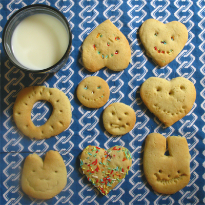 Coco&Me - Childrens story book with recipe attatched - child baking biscuits/ cookies - www.cocoandme.com