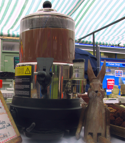 Coco&#038;Me - Hot choclate machine at market stall &#038; wooden hare - www.cocoandme.com