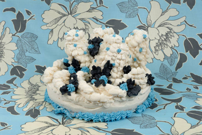 Amy Stevens art cake blue white black www.cocoandme.com Coco&amp;Me Coco and me