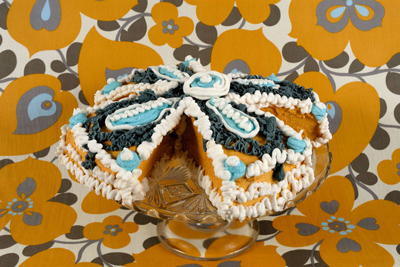 Amy Stevens art cake white blue amber www.cocoandme.com Coco&amp;Me coco and me