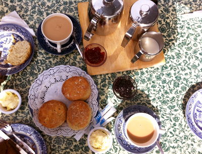 www.cocoandme.com - Coco&Me - Coco and Me - Isle of Wight - Warren farm farmhouse cream tea scones - Tamami