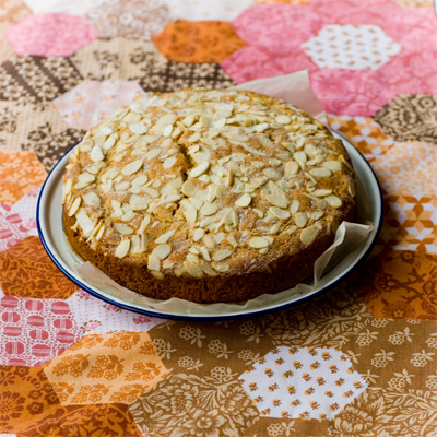 www.cocoandme.com - Coco&Me - Coco & me - Honey buzz buzz cake recipe with step by step process pictures